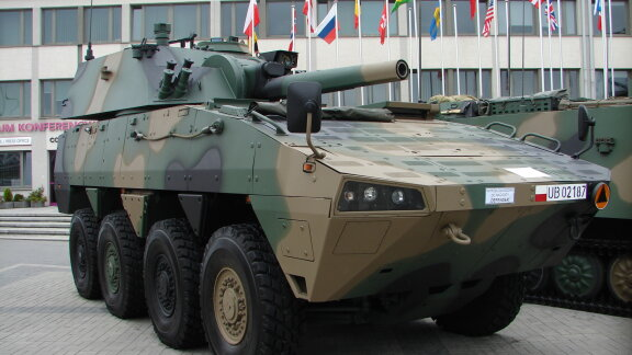 Polish PM signs major military hardware contract