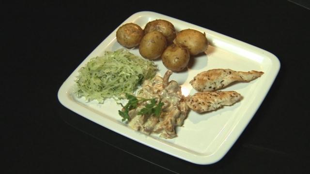 Kurczak i kurka oraz ziemniaki w mundurkach