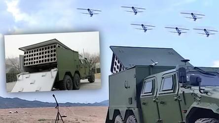 Zobacz, jak chińska armia testuje zmasowany atak dronów-kamikadze na cele [FILM]