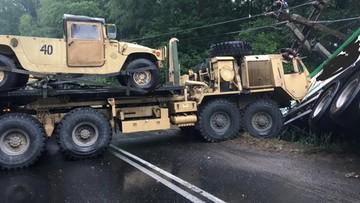 Pojazd amerykańskiego wojska zderzył się z tirem w okolicy Drawska