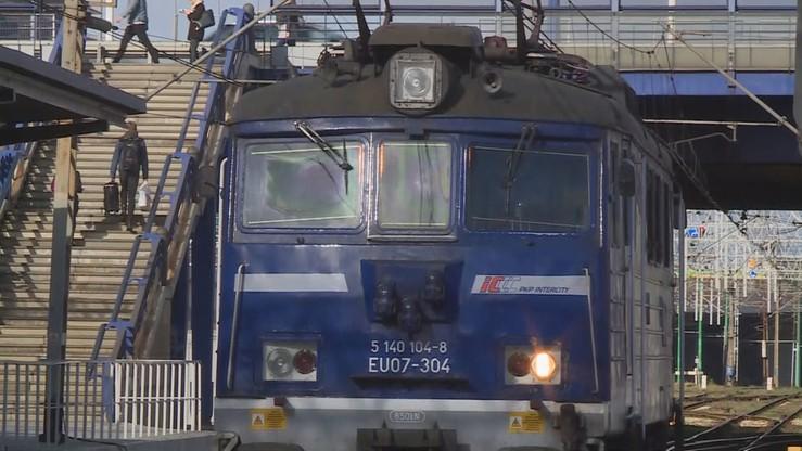 Opóźnienia pociągów potrwają do poniedziałku. Zerwana trakcja na trasie Wrocław-Poznań