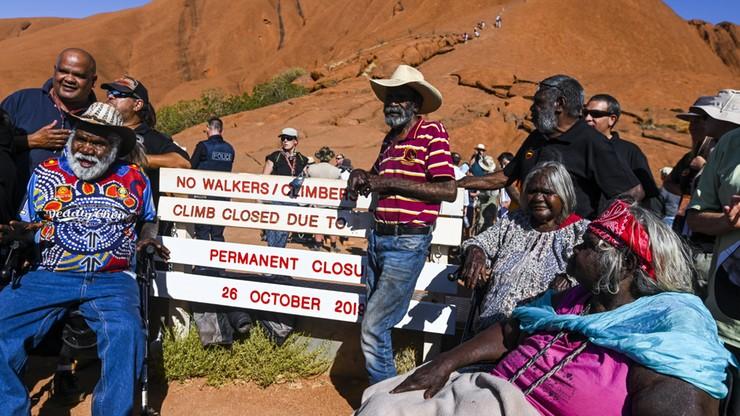Radość Aborygenów. Turyści nie będą już wspinać się na ich świętą górę