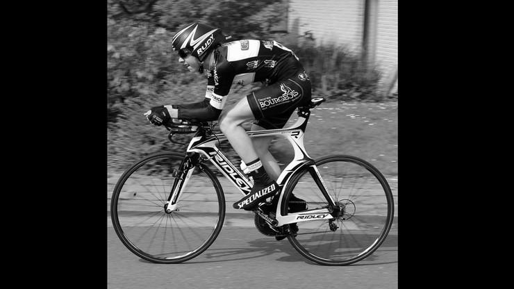 20-letni kolarz zmarł podczas wyścigu. Miał zawał serca