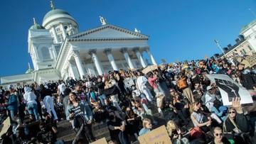 Finowie manifestowali przeciwko rasizmowi. Policja rozwiązała zgromadzenie [ZDJĘCIA]