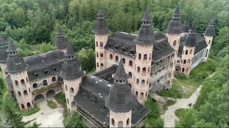 Opuszczony zamek z PRL-u przyciąga turystów. Teraz chcą zrobić z niego hotel