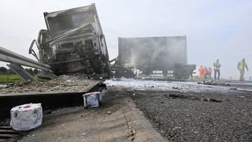 Pożar ciężarówki. Wiozła sprzęt do szpitala polowego [ZDJĘCIA]