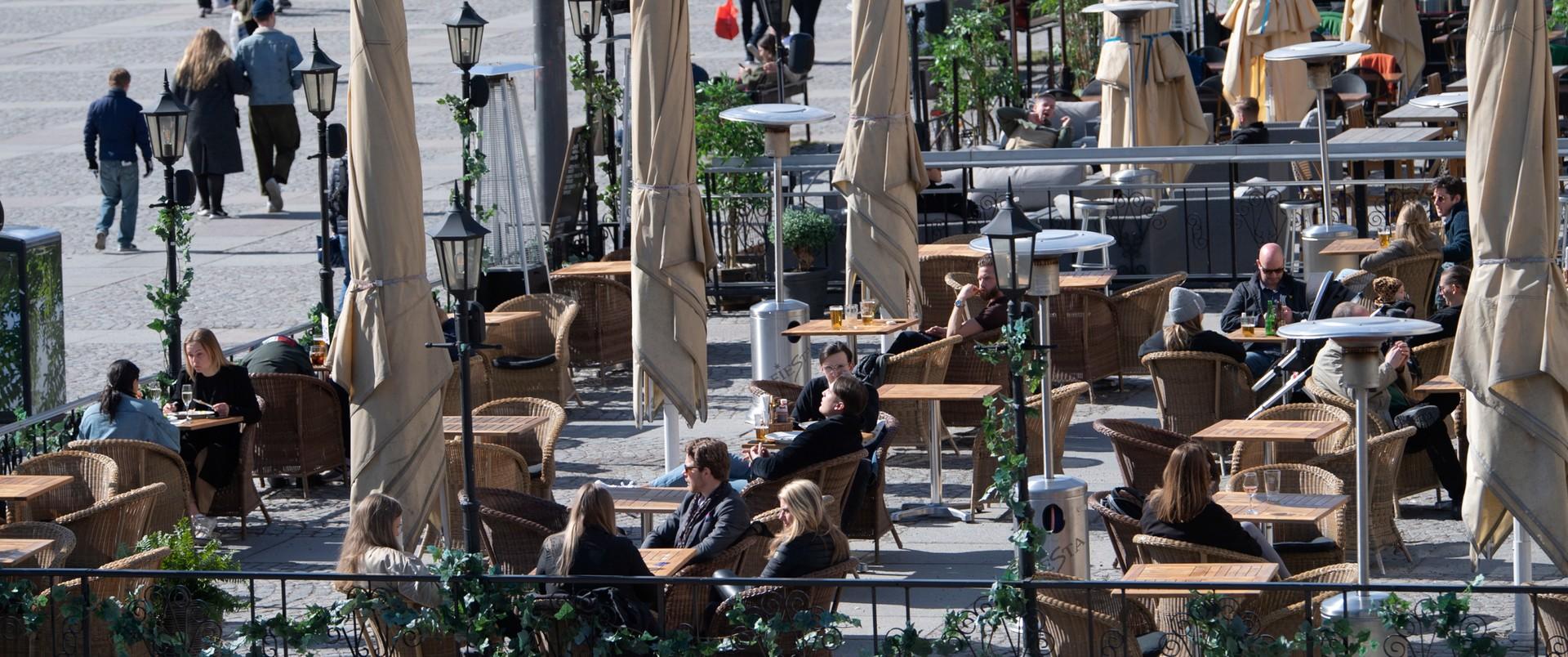 Otwarte sklepy i restauracje. Czy powinniśmy zazdrościć Szwedom?