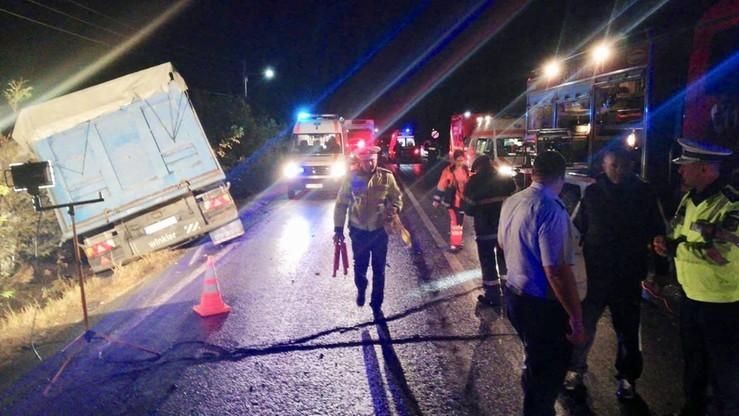10 ofiar śmiertelnych zderzenia ciężarówki z minibusem w Rumunii