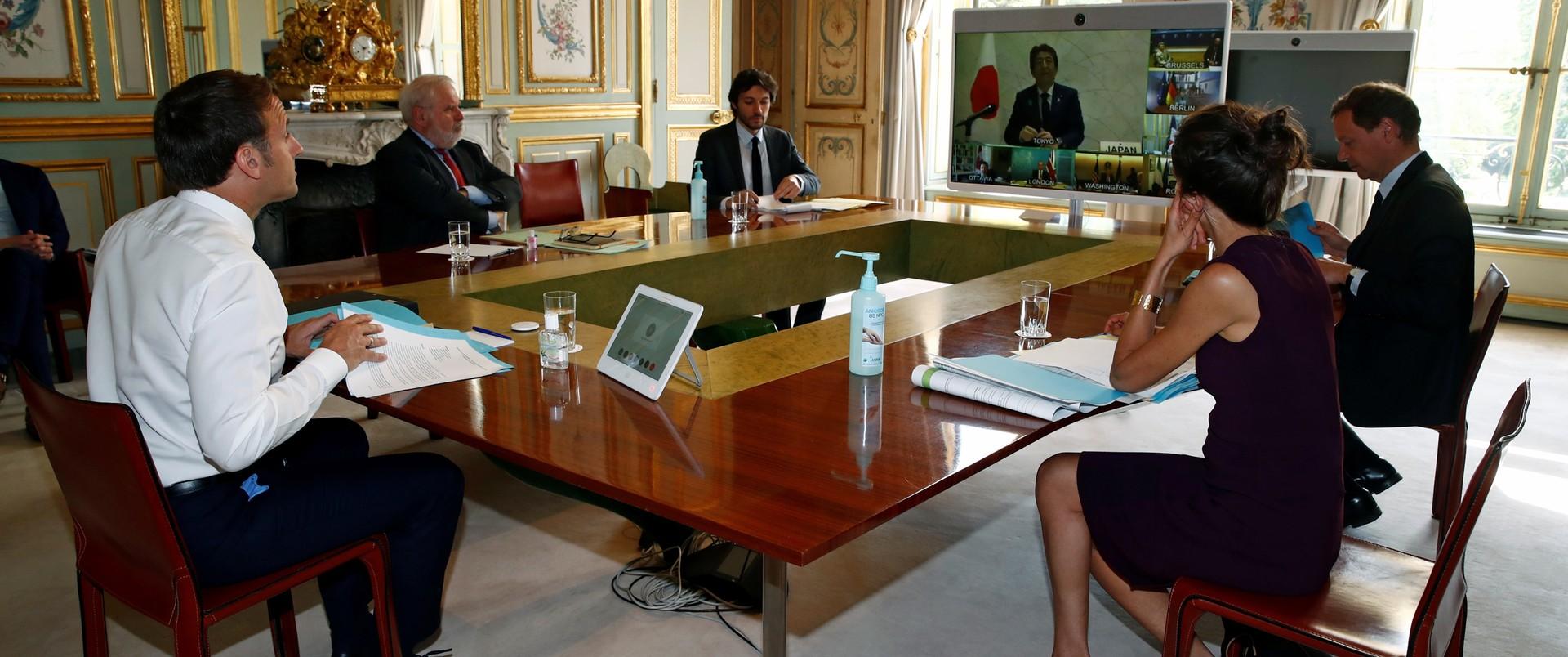 Prezydent Marcon w czasie wideokonferencji z liderami G7