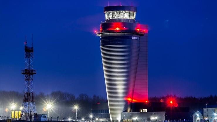 Otwarto najwyższą wieżę kontroli lotów w Polsce. Przypomina figurę szachową