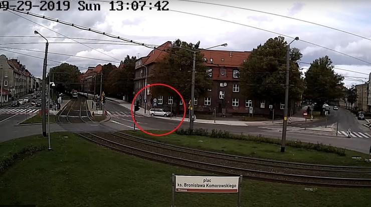 Kierowca ścigał rowerzystę po pasach, a później go potrącił [WIDEO]