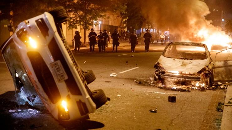Kolejna noc zamieszek i protestów w USA. Są zabici i ranni