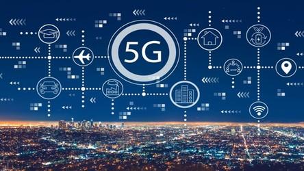 W stolicy Polski działa już 10 nadajników sieci 5G. Niebawem dojdą kolejne