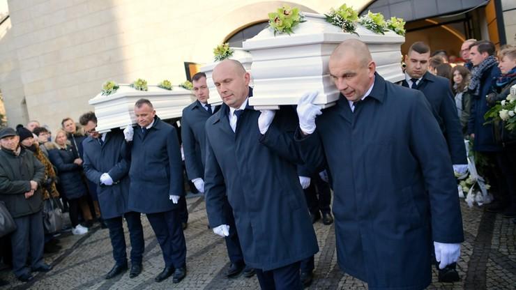 Pogrzeb matki i córek, które zginęły w Bukowinie Tatrzańskiej. Przemówił ojciec