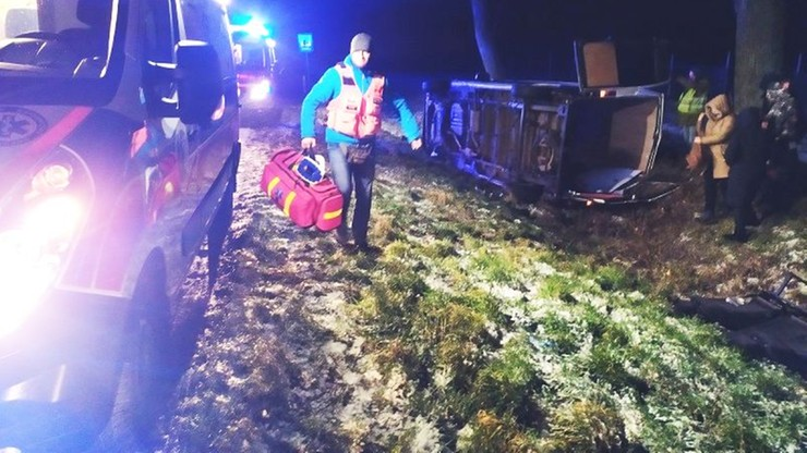 Jechali na szkolenie i byli świadkami wypadku busa. Ruszyli na ratunek