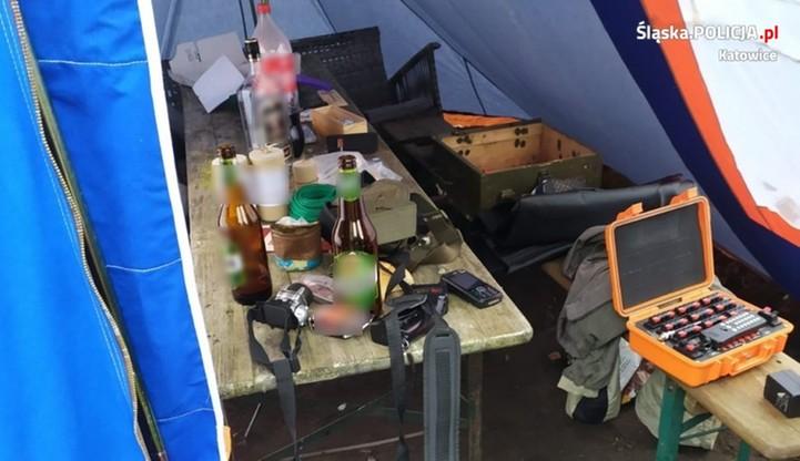 Piwo, wódka i eksplozje... Na wystrzałową imprezę wpadła też policja