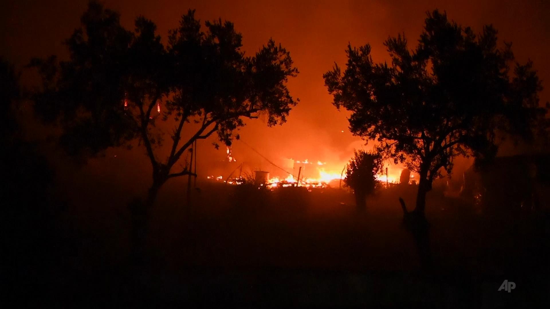 Pożar największego obozu dla uchodźców na Lesbos. Prawie 13 tys. osób uciekało przed płomieniami