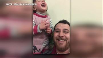 Śmiech wśród bomb. Tata nauczył córkę żartować z nalotów