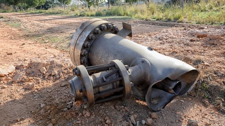 Jeden z elementów, który eksplozja wyrzuciła poza teren zakładu
