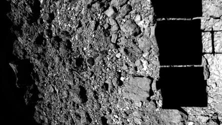Nowy, niesamowity film pokazuje, jak sonda Hayabusa-2 odbija się od planetoidy [FILM]