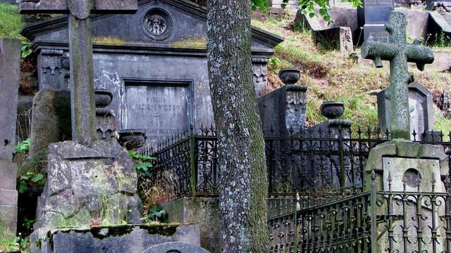 Zniszczono nagrobki polskich żołnierzy na cmentarzu Rossa w Wilnie!
