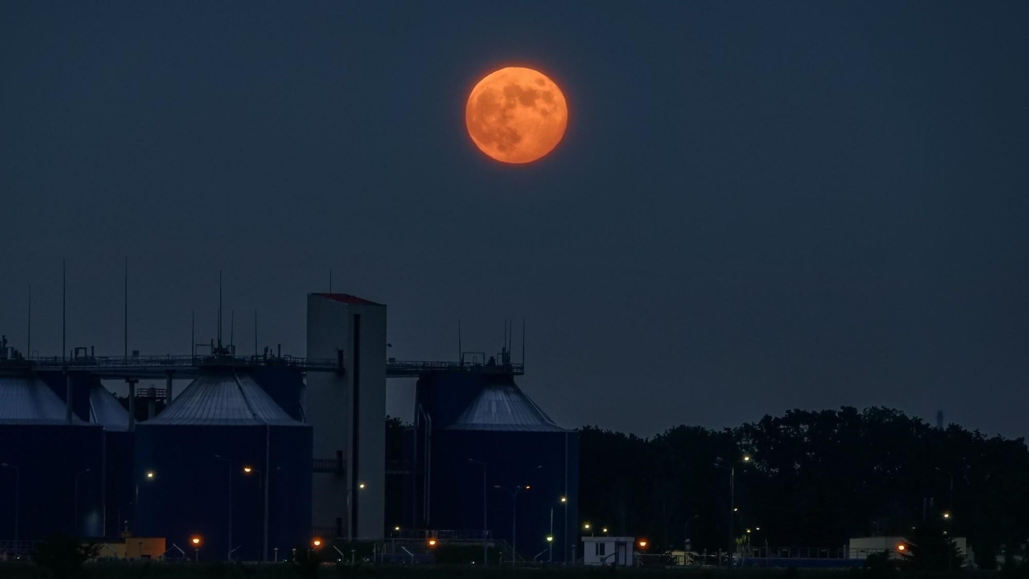 Pełnia Truskawkowego Księżyca - zdjęcie 2