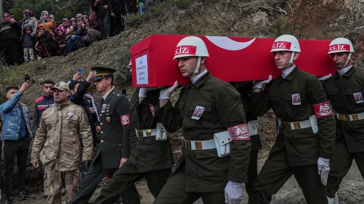 Turcja zestrzeliła dwa syryjskie samoloty i zbombardowała lotnisko w Aleppo