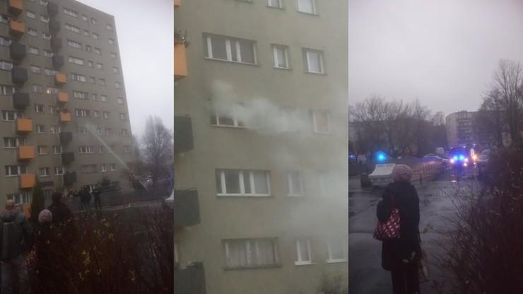 Pożar mieszkania w Warszawie. Sąsiedzi uratowali 80-latkę