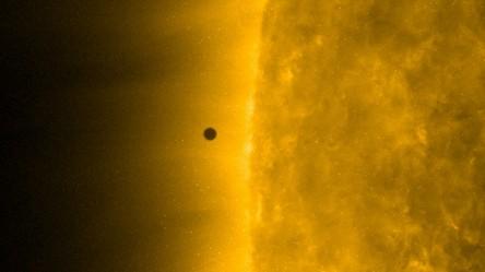 Zobacz, jak planeta kupców i złodziei przemknęła na tle Słońca (film)