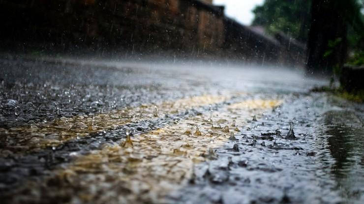 Silne burze i deszcz. Ostrzeżenia dla dwóch województw