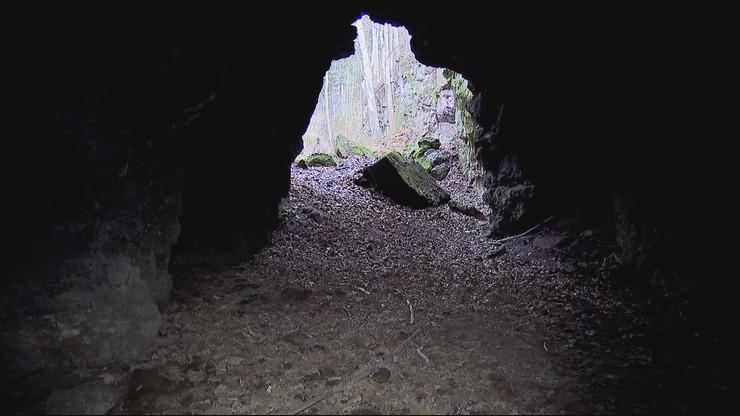 Atrakcja turystyczna jak śmietnik. Trujący azbest w jaskini
