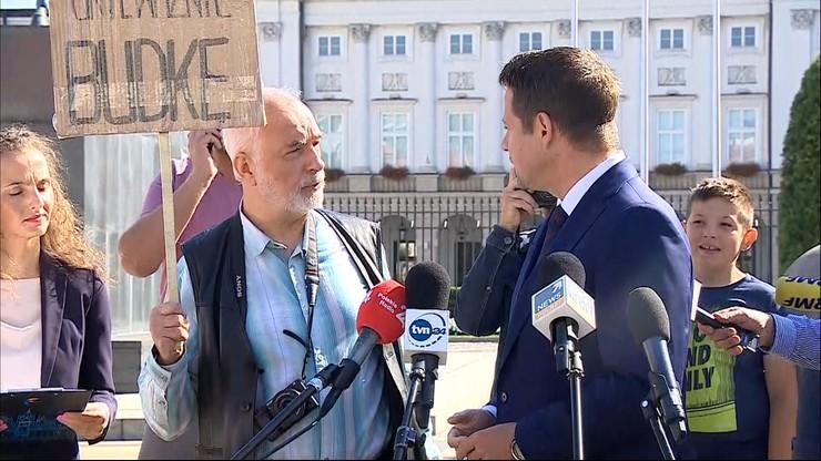 """""""Pan jest wrogiem Polski"""". Mężczyzna zakłócił konferencję Trzaskowskiego"""