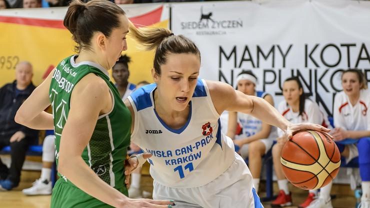 Adepci koszykówki ćwiczą w Krakowie pod okiem Eweliny Kobryn