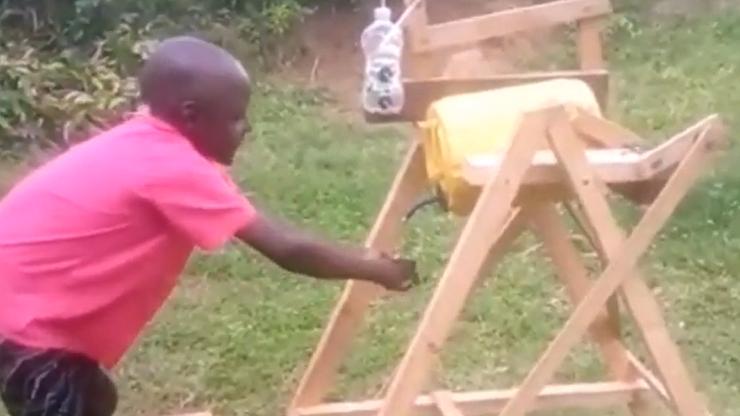 9-latek zbudował bezdotykową maszynę do mycia rąk. Nagrodził go prezydent