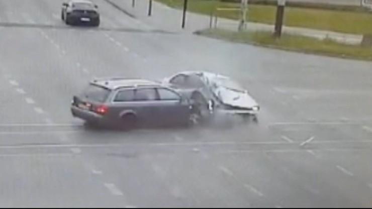16-latka walczy o życie. Pijany kierowca staranował auto z rodziną [NAGRANIE WYPADKU]