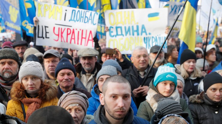"""""""Czerwone linie"""" dla prezydenta. Wielka manifestacja w Kijowie"""