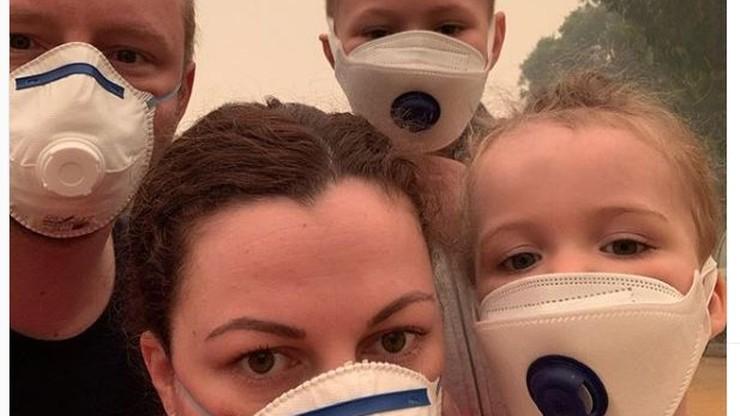 """Rodzina sześć dni koczowała w kinie przez pożary w Australii. Dzieci oglądały """"Krainę Lodu"""""""