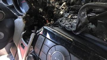 Strażacy ostrzegają: żel do dezynfekcji pozostawiony w aucie może być przyczyną pożaru