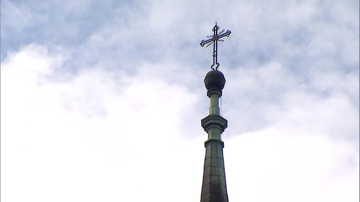 """Biskup zakazał arcybiskupowi głoszenia kazań. Powodem """"wprowadzanie wiernych w błąd"""""""