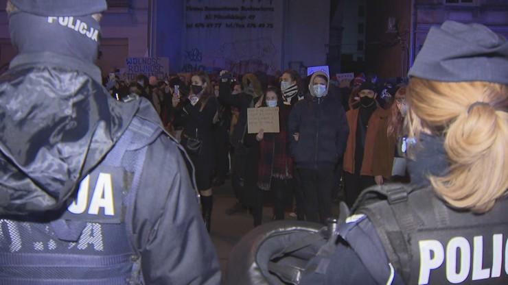 """Łódź: zablokowany protest ws. aborcji i brutalności policji. """"Zaczęły się łapanki"""""""