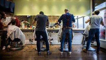 """Jak będzie """"odmrażana"""" gospodarka? Nieoficjalnie: najpierw sklepy i fryzjerzy"""