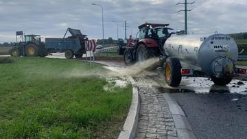 Zablokowane drogi, gnojowica u posłów i na ulicach. Rolnicy protestują