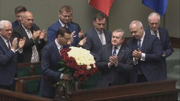 Lista społecznych obietnic premiera w exposé. Od buspasów po kaucje za plastikowe butelki