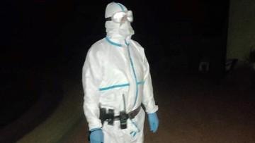Chora na koronawirusa uciekła ze szpitala. Szukali jej policjanci w kombinezonach ochronnych