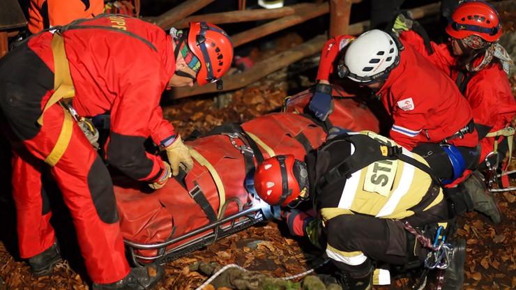 Poważny wypadek grotołaza. Akcja ratownicza w jaskini w Sokolich Górach