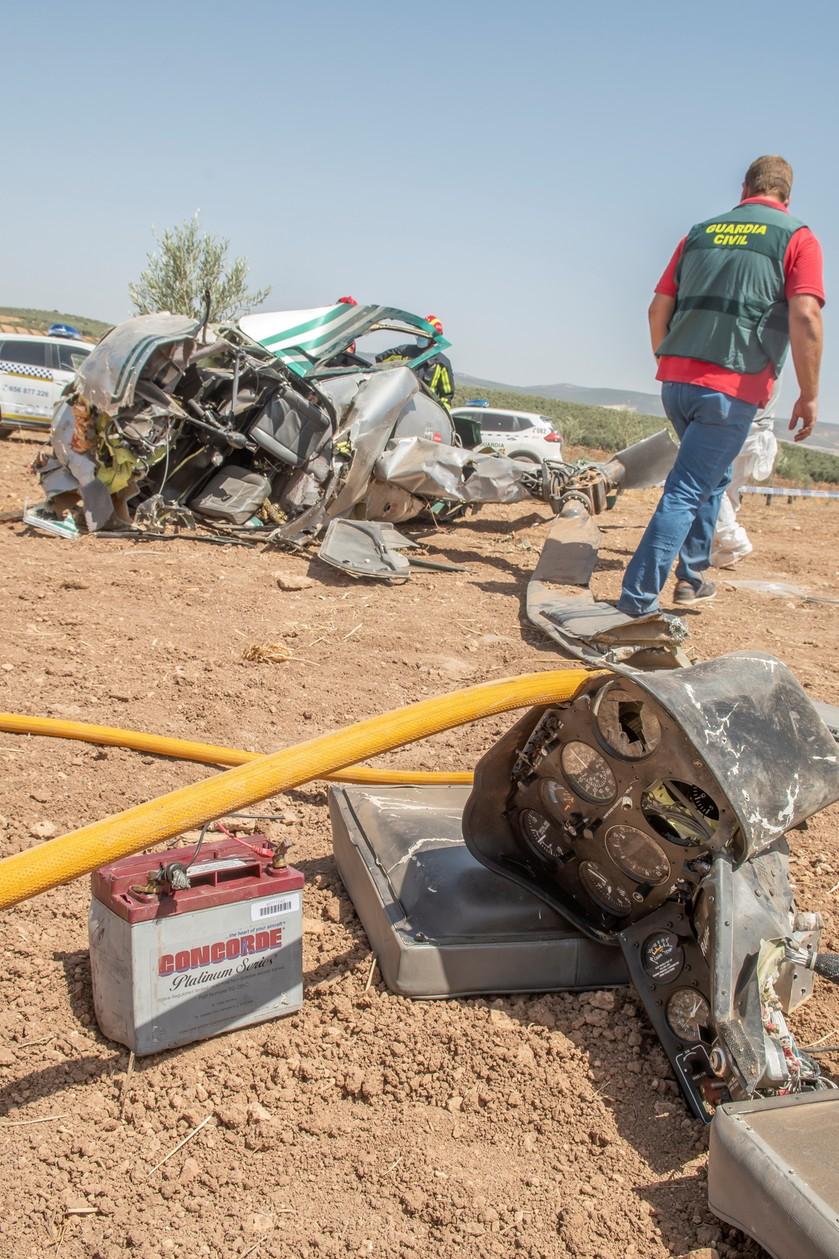 Helikopter rozbił się w gaju oliwnym. Śledczy sądzą, że sprawa ma związek z przemytem narkotyków.