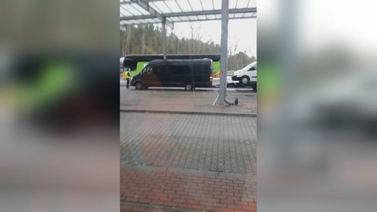 Autokar stał na granicy przez 8 godzin. Jeden z pasażerów miał wysoką gorączkę