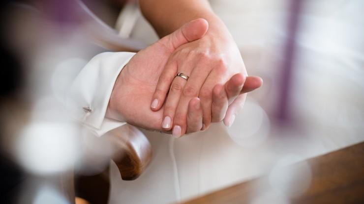Koronawirus na weselu. Zakażona panna młoda i goście