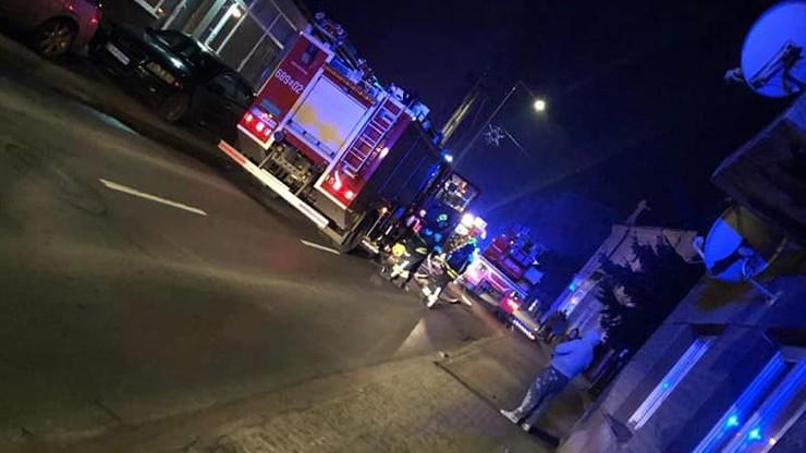 Pożar mieszkania na Śląsku. Trzy osoby poszkodowane, w tym policjant