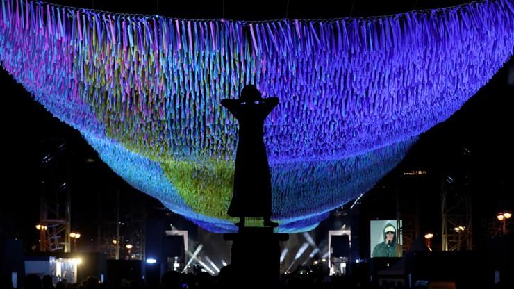 Iluminacja przy Bramie Brandenburskiej w Berlinie przygotowana na 30. rocznicę upadku muru berlińskiego.